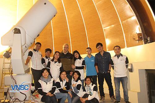 Kính thiên văn tại Đài Thiên văn Hoà Lạc.