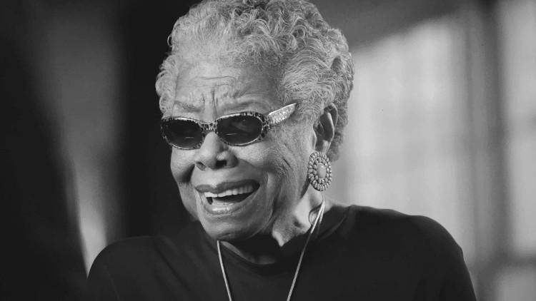 Nữ văn sĩ người Mỹ gốc Phi Maya Angelou.