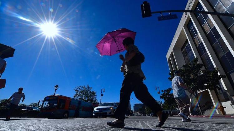 Nắng nóng gay gắt trên đường phố Los Angeles, Mỹ.