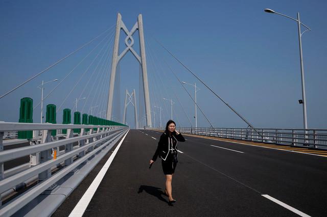 Cầu sẽ không cho phép người đi bộ, xe thô sơ, xe đạp, xe máy sử dụng.