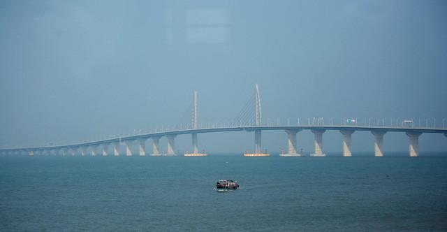 Tổng chi phí xây dựng nên cây cầu này có thể lên tới 15 tỷ USD.