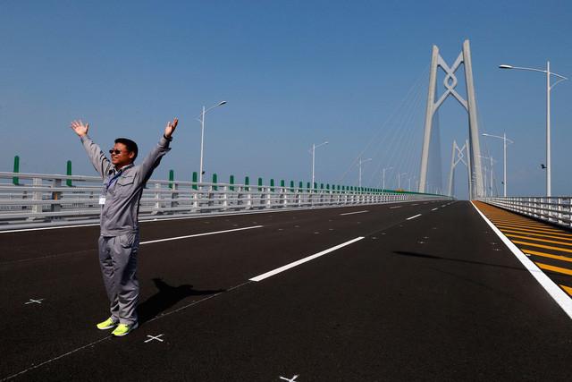 Cây cầu sẽ có 6 làn đường và 4 làn hầm chui, trong đó có 1 làn hầm chui xuyên biển.