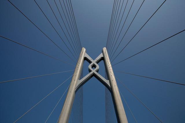 Cây cầu này được coi là một kì quan mới của ngành xây dựng thế giới.