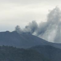Nhật Bản: Núi lửa Shimmoe lại phun trào, cột tro bụi cao đến 5.000m