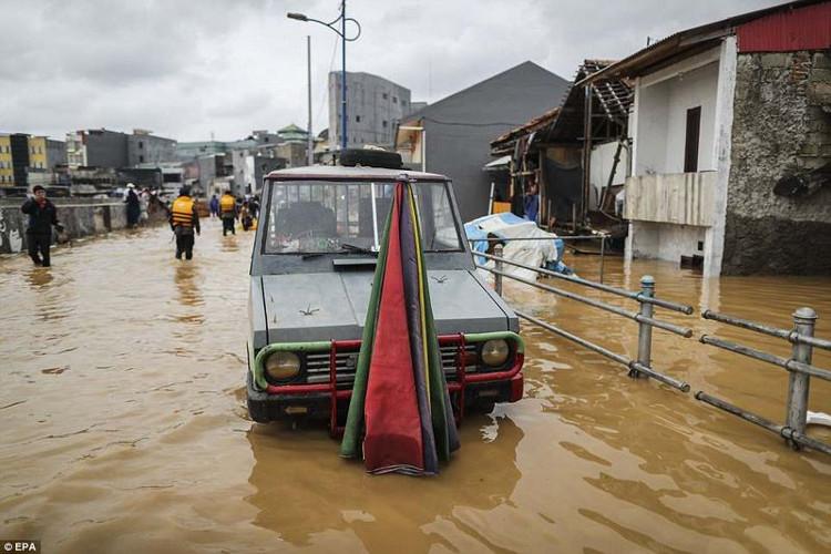 Nhiều khu vực ở phía bắc thành phố Jakarta đã chịu cảnh nước tấn công thời gian qua.