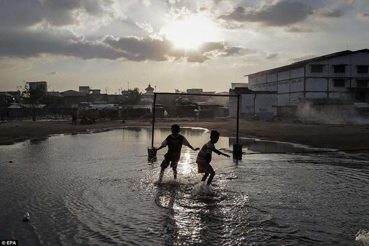 Có nhiều nơi ở Jakarta, tốc độ chìm xuống biển là 5-10cm/năm.
