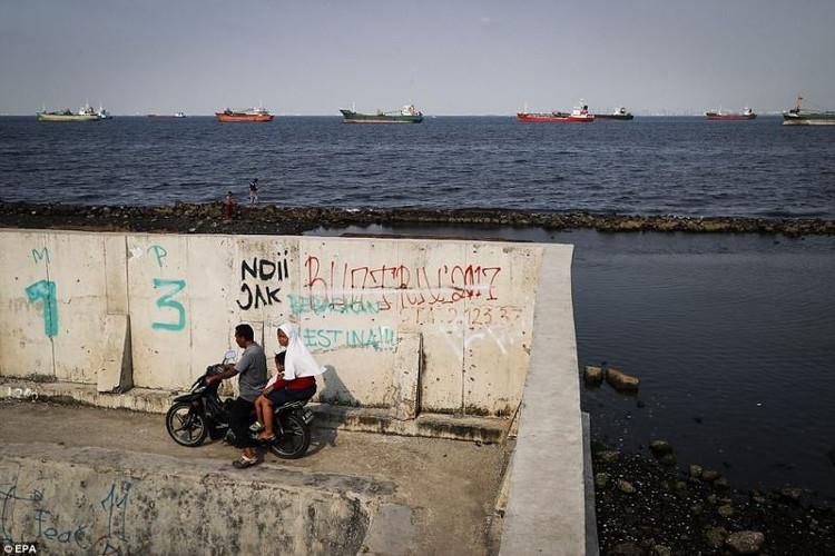 """Indonesia đang chi ra 40 tỉ USD nhằm giải quyết tình trạng ngập lụt nhưng chỉ như """"muối bỏ bể""""."""