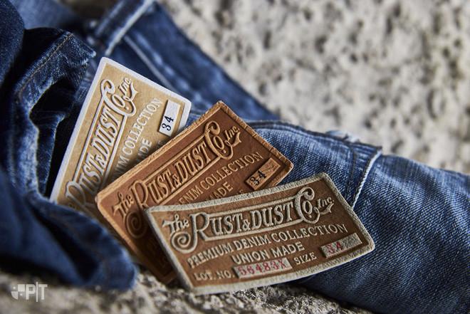 Những miếng vải da nhỏ thường thấy đằng sau cạp quần jeans.