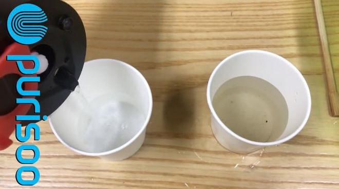 Nước sạch tạo ra từ Purisoo (bên trái).