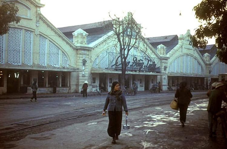 Chợ Đồng Xuân vào một ngày mùa đông năm 1976.