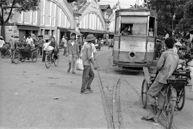 Một hình ảnh đầy hoài niệm về chợ Đồng Xuân năm 1989.