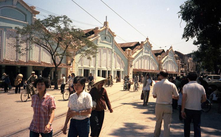 Chợ Đồng Xuân khoảng cuối thập niên 1980, khi vẫn còn 5 dãy.