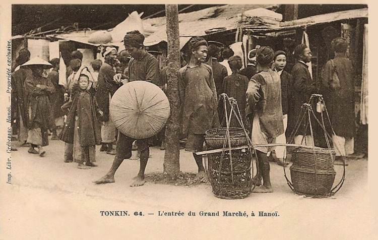 Mặt trước chợ Đồng Xuân, khoảng năm 1889-1890.
