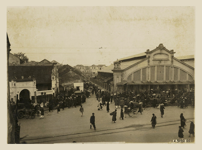 Phố Hàng Khoai nằm bên hông chợ Đồng Xuân, khoảng thập niên 1920-1930.