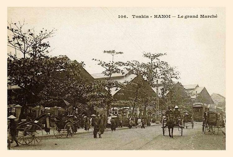 Chợ Đồng Xuân khi đang được xây dựng, khoảng năm 1889-1890.