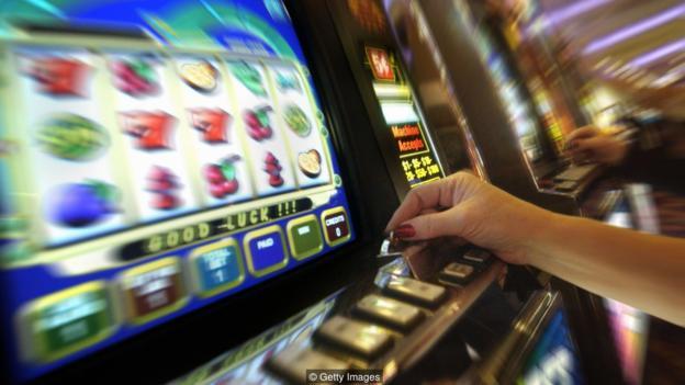 Một vài chiếc máy có thể được thiết kế để lôi kéo người chơi bằng chính màu sắc của chúng.