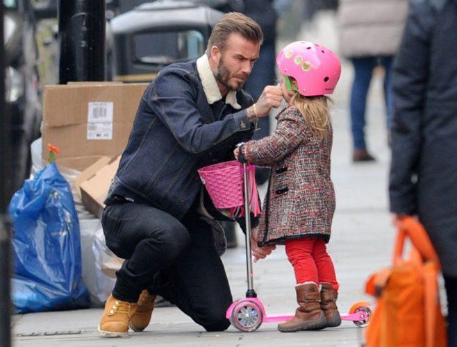 ...và nếu David Beckham là một ông bố Châu Á, có lẽ anh ấy đã ngồi xổm.