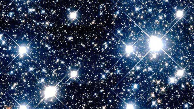 Ngôi sao lấp lánh là do sự hỗn loạn trong khí quyển của Trái đất.