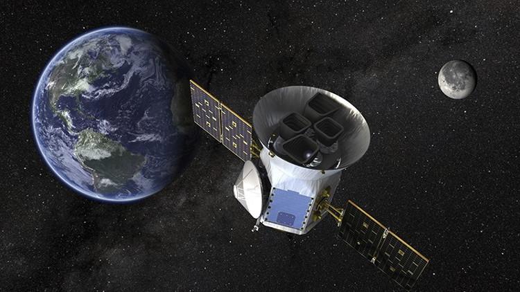 Hình ảnh mô phỏng Vệ tinh Thăm dò Ngoại hành tinh Đi qua của NASA (TESS).