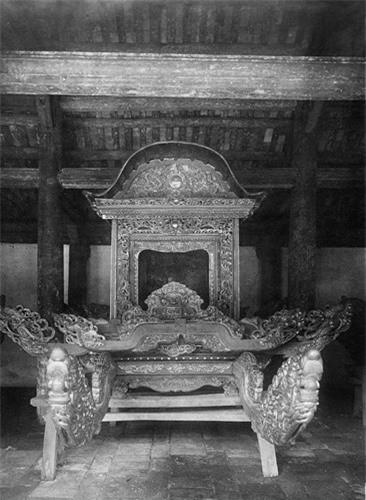 Chiếc kiệu gỗ của đình làng Đình Bảng, Từ Sơn, Bắc Ninh, khoảng năm 1930.