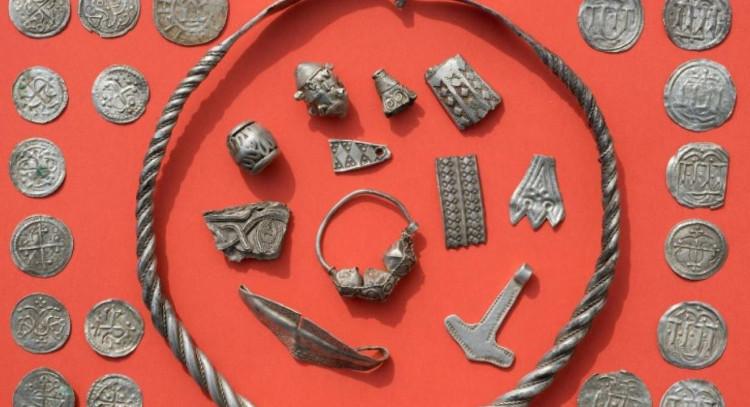 Kho báu chôn giấu từ thế kỷ thứ 10.