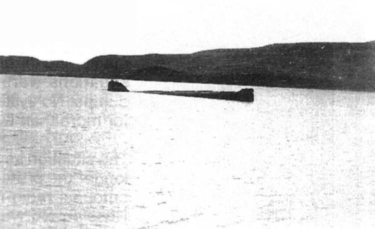 Tàu K-27 trong quá trình bị đánh đắm.
