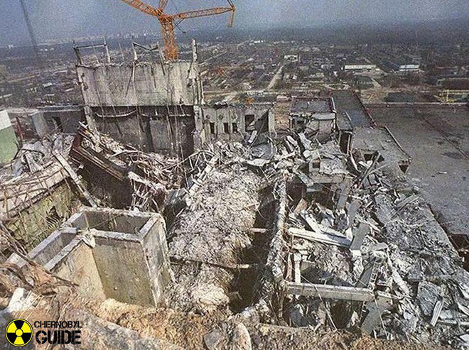 Lò phản ứng hạt nhân số 4 của Nhà máy điện hạt nhân Chernobyl phát nổ.