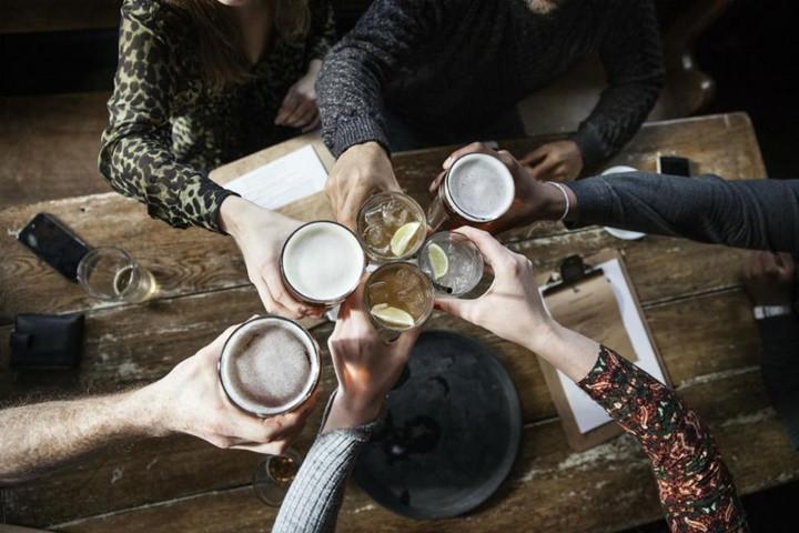 Uống nhiều hơn 5 ly một tuần có thể làm con người giảm tuổi thọ.