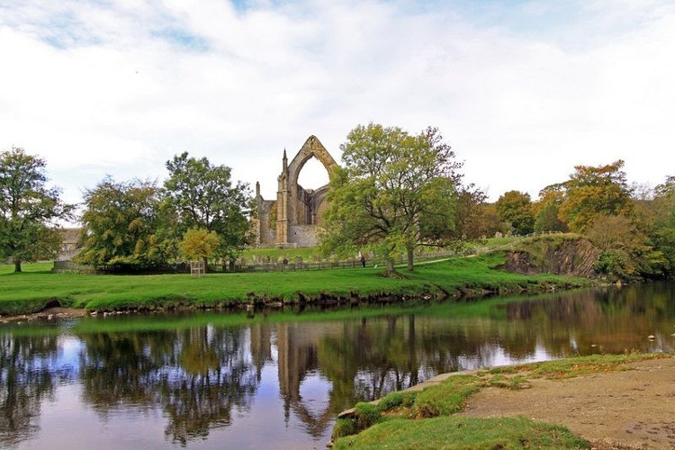 Suối Strid bắt nguồn từ sông Wharfe rộng gần 10m chảy qua thị trấn Yorkshire.