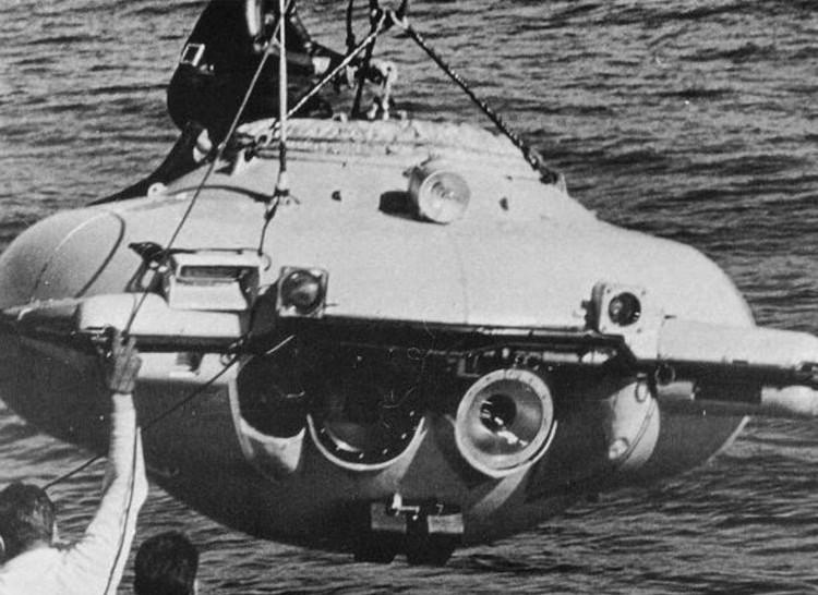 """""""Tàu ngầm có người lái""""."""