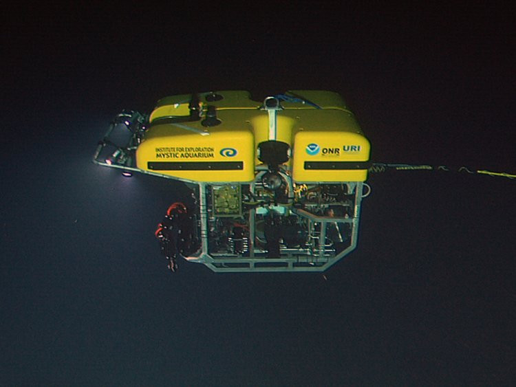 Phương tiện ROV Hercules hạ xuống khu vực tàn tích của tàu Titanic.