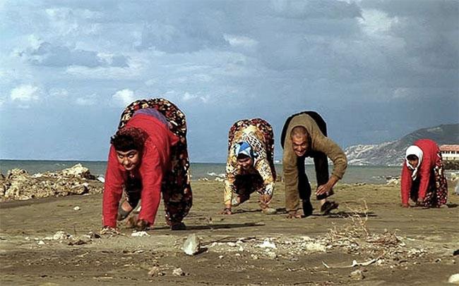 Trong số 5 anh chị em trong một gia đình ở Thổ Nhĩ Kỳ không đi bằng 2 chân mà đi bằng cả tứ chi.