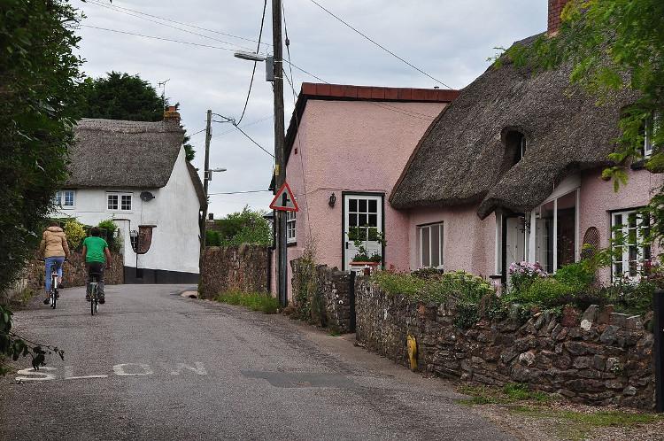 Mỗi năm, làng Willand tăng thêm 2cm một cách khó hiểu.