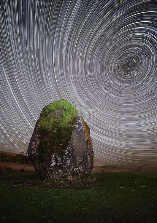 Ảnh chụp Star trail (sao chạy) cùng địa điểm.