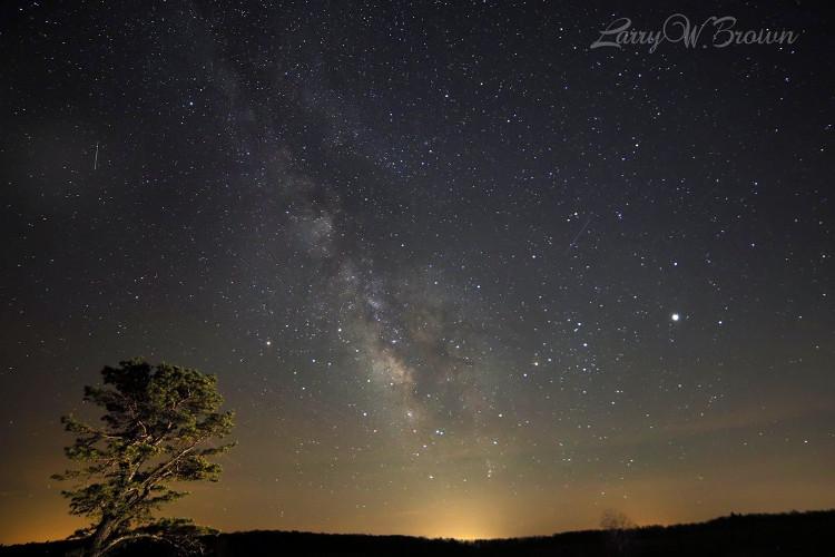 Mưa sao băng Lyrid ở Công viên Quốc gia Shenandoah thứ 7 vừa qua.
