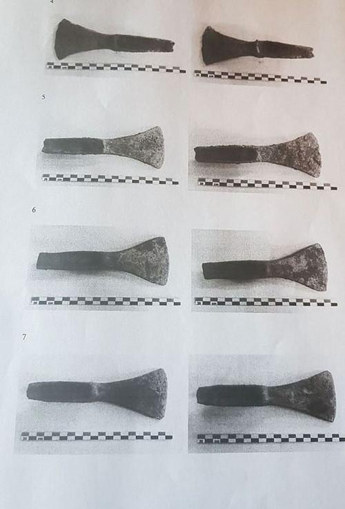 Những lưỡi rìu cổ được tìm thấy vào năm 2017