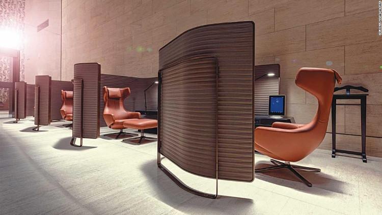 Các gian hàng riêng trong phòng chờ hạng nhất đi kèm với những chiếc ghế thoải mái như trong hình.