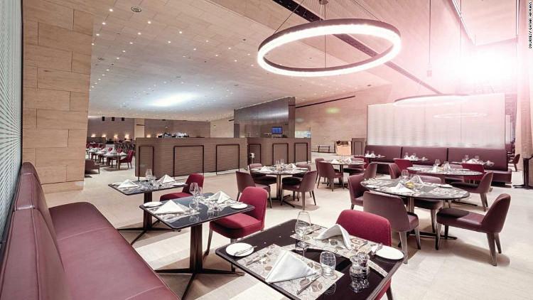 Sảnh Al Safwa phục vụ các món ăn từ nhà hàng cao cấp
