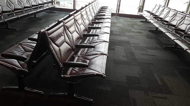 Trong sảnh chờ thường cũng được trang bị với những chiếc ghế sang trọng.