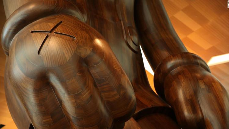 Tác phẩm của KAWS thường có kích cỡ cực lớn