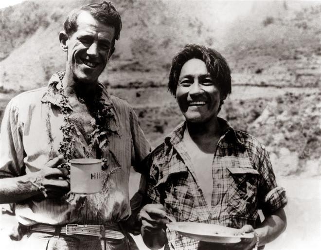 Hai nhà leo núi Edmund Hillary (trái) và Tenzing Norgay.