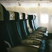 Lý do ghế máy bay không quay ngược về phía sau dù an toàn hơn