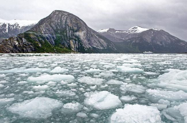 Nhiếp ảnh gia Fautre chụp bức ảnh này khi chèo thuyền qua các khối băng cổ đại.