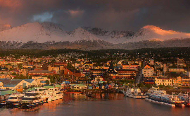 Thành phố Ushuaia là cây cầu tự nhiên nằm giữa Argentina và Chile.