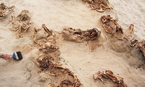 Mộ trẻ em tập thể được phát hiện ở Peru