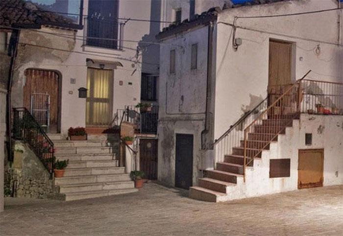 Ngày nay, Coloraro là nơi hút khách du lịch ở Italy.
