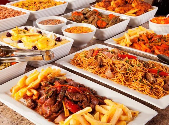75% thực khách buffet luôn chọn được món ăn ngay từ dãy bàn đầu tiên.