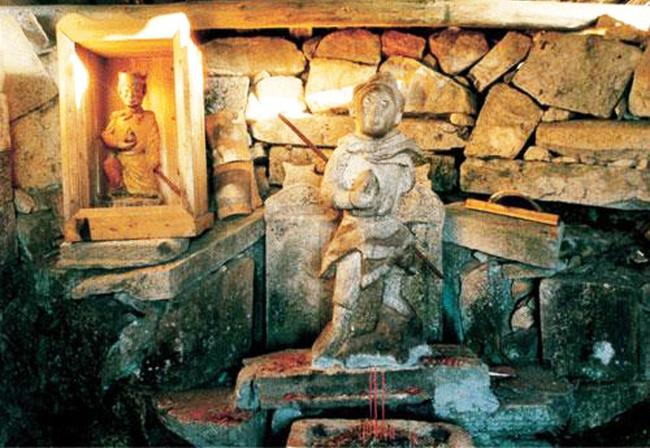 Bức tượng Tôn Ngộ Không được tìm thấy trong ngôi mộ cổ