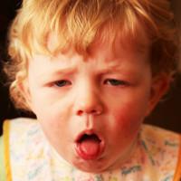 Tại sao trẻ sinh mổ dễ mắc bệnh hô hấp hơn trẻ sinh thường?