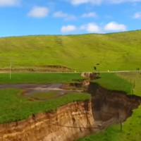 Hố địa ngục dài bằng 2 sân bóng đá bất ngờ xuất hiện ở New Zealand